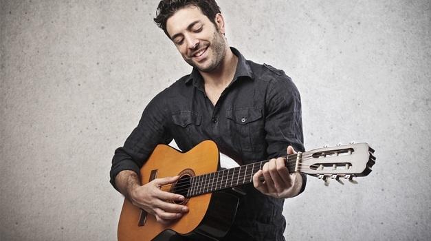 choosing the best acoustic guitar for you best acoustic guitar guide. Black Bedroom Furniture Sets. Home Design Ideas
